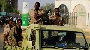 انقلاب السودان.. رئيس الحكومة في مكان مجهول وإليك التسلسل الزمني للأحداث