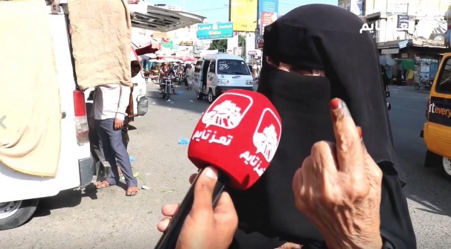 فيديو مؤثر لامرأة من تعز تشكو غلاء الأسعار