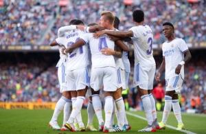 ريال مدريد يهزم برشلونة في كامب نو ويتصدر الدوري الإسباني