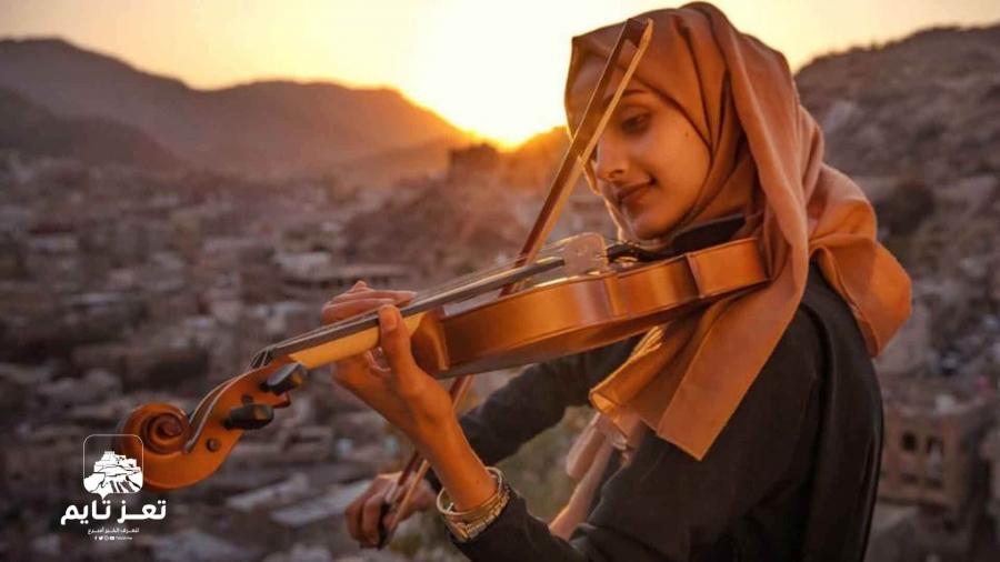 الفنانة حنين الإغواني تغني لـ أيوب طارش عبسي