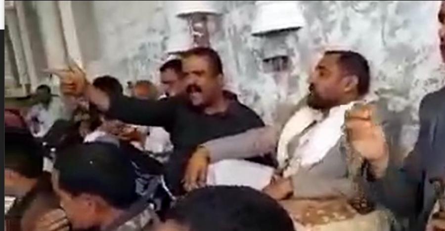 شاهد: فيديو يكشف إهانة وإذلال المشائخ المتحوثين في تعز