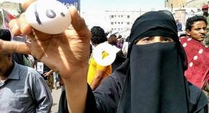 احتجاجات للمعلمات في تعز تنديدا بخصميات المرتبات