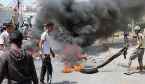 مكونات جنوبية مناهظة للانتقالي تعلن دعمها للتظاهرات في عدن وحضرموت