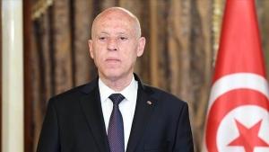 تونس.. قيس سعيد ينصب نفسه رئيساً للحكومة ويجمد البرلمان والغنوشي يتحدث عن انقلاب